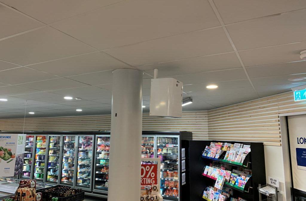 Mistmachines nu overal in winkel te plaatsen dankzij nieuwe plafondbeugel