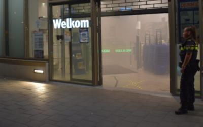 Mistmachine zet supermarkt in Nijmegen vol rook